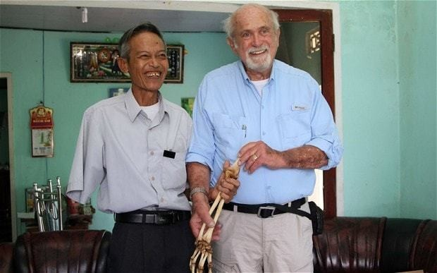 US doctor returns amputated arm to Vietnamese veteran