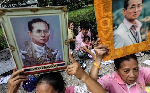Tourists in Thailand face disruption as country mourns death of king