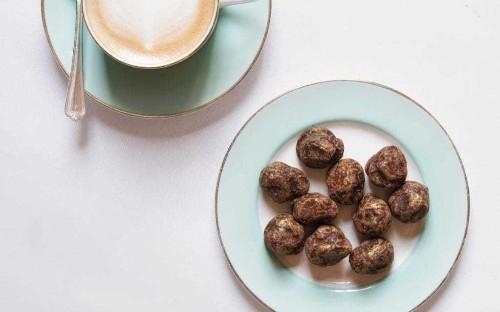 Dark chocolate and caramel truffles