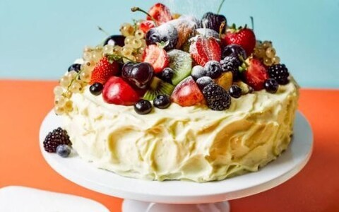 Summer berry frosted sponge cake recipe