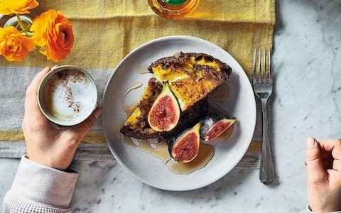 Turmeric and cinnamon French toast with figs recipe