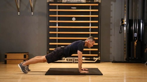 How to get fit for the slopes: plank with arm reach and rotation
