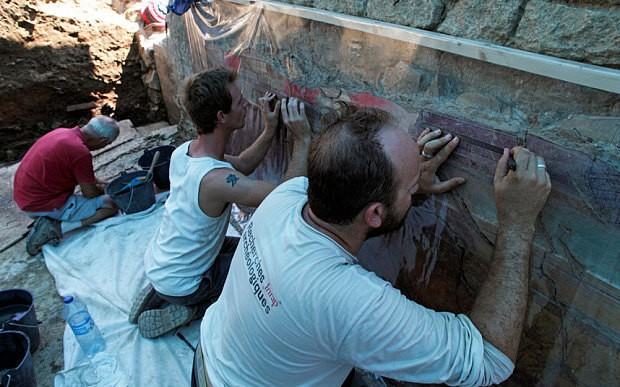 Ancient Roman frescos 'worthy of Pompeii' found in southern France