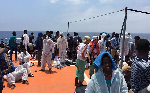 Thousands of migrants picked up off Libya in mass rescue