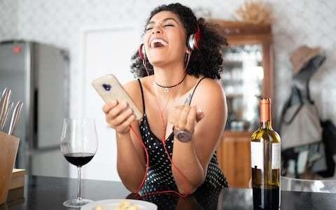Does a good music playlist make restaurant food taste better?