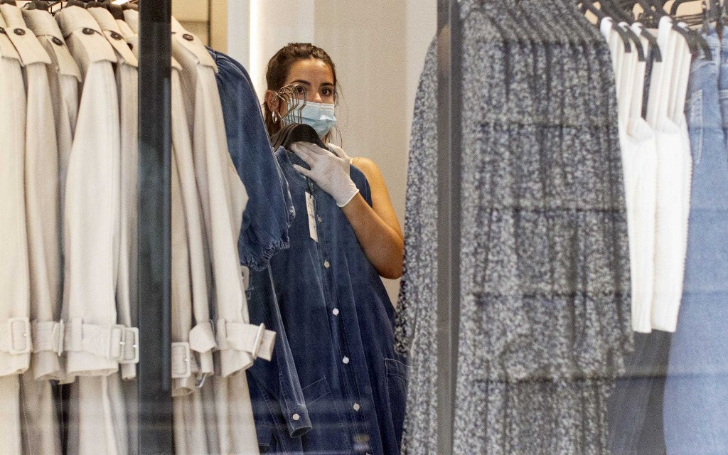 No evidence quarantining clothes can stop the spread of coronavirus, scientist says