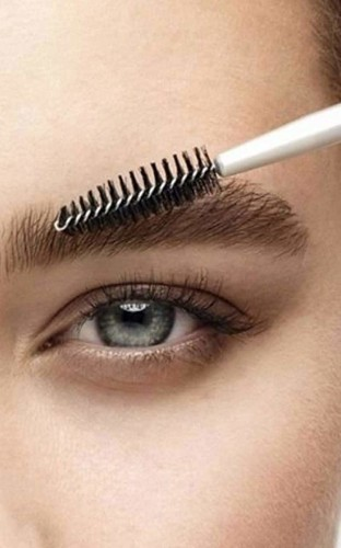 The brow battle: eyebrow threading vs eyebrow waxing, which is best?