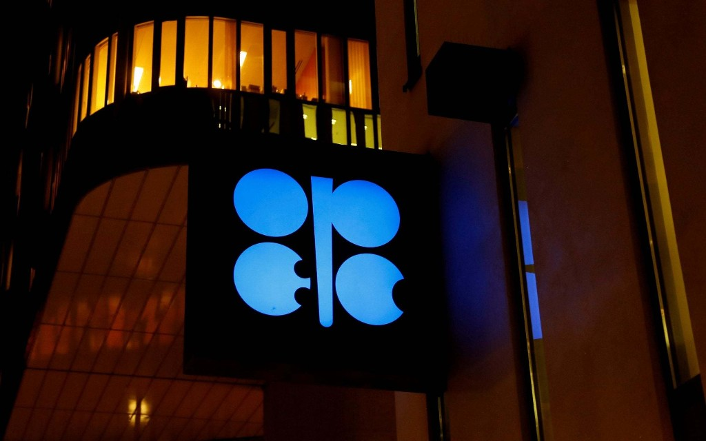 Opec and Russia to cut oil output by 10m barrels a day