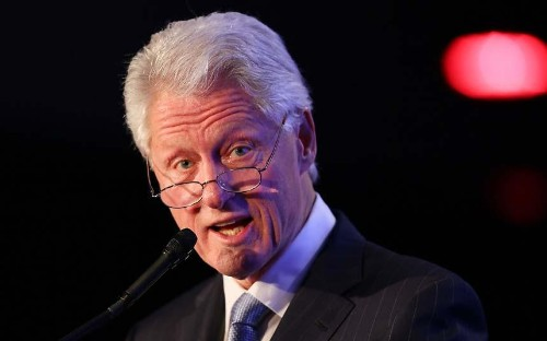 Bill Clinton praises tourism's power for peace