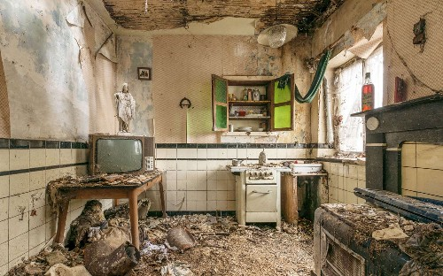 Ask the Dust: Romain Veillon's eerie photographs of abandoned buildings