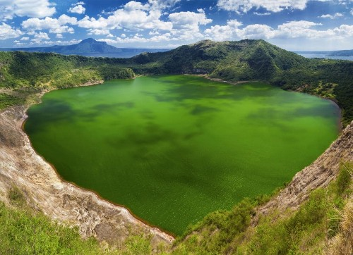Just back: how (not) to cross a volcanic crater lake in the Philippines