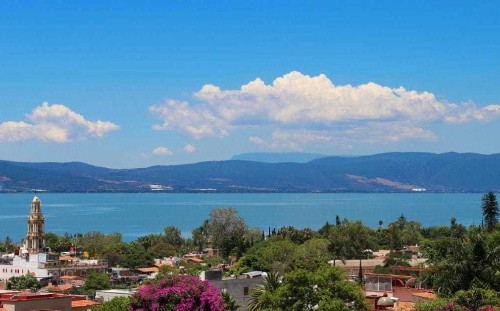 Glorious weather, cheap living: a lakeside retirement haven in Mexico
