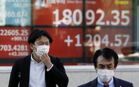Britain's hubristic scientific advisers are wrong: the public should be wearing face masks