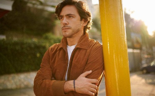 Jack Savoretti, Singing to Strangers, review: Bob Dylan meets Mills & Boon