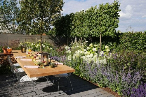 Outdoor seating ideas from the Hampton Court Palace Flower Show