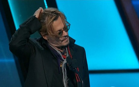 Johnny Depp gives awkward, slurred speech during Hollywood Film Awards
