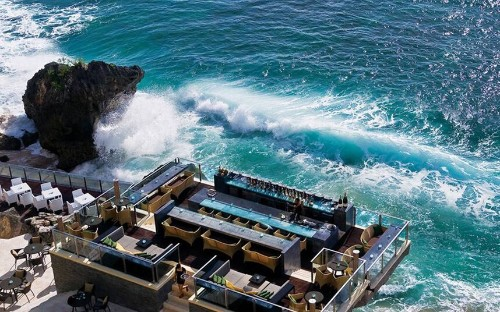 The world's most romantic hotel bars