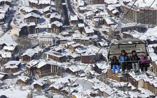 Costs fall in popular ski resorts