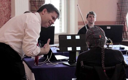 Brain damaged violinist makes music for first time in 27 years with mind-reading technology