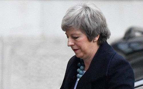 """Theresa May faces new leadership threat as Brexit """"big beasts"""" lose patience and submit no confidence letters"""