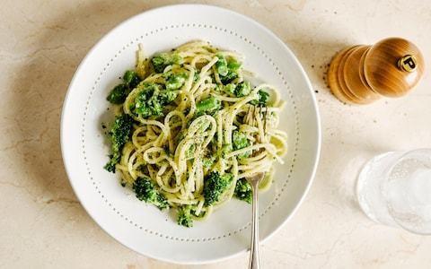 Spaghetti with broccoli pesto recipe