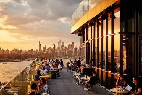 The best New York hotels with river views, including romantic rooftop decks and buzzy bars