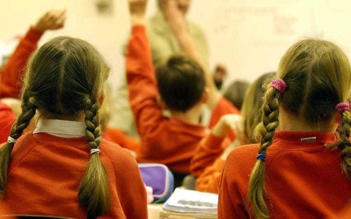 School bans pupils from putting up hands to answer questions in classroom 'gimmick'