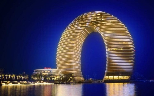 China's 'horseshoe hotel' in pictures