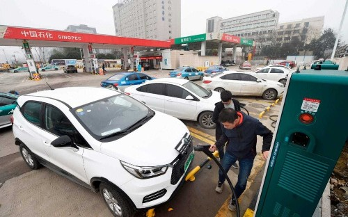 Electric vehicles alone won't stave off climate catastrophe, energy gurus warn