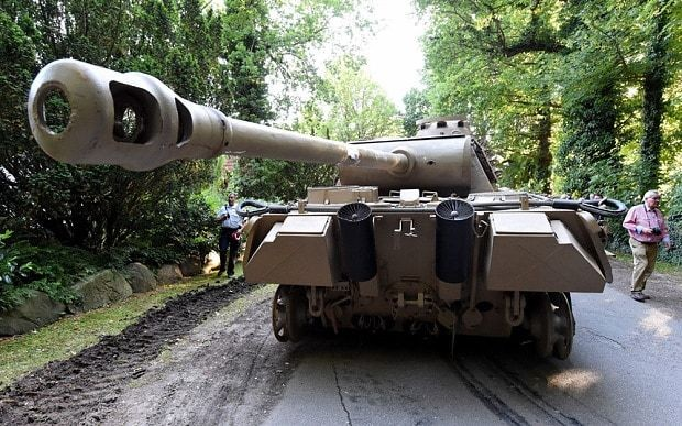 Second World War tank and anti-aircraft gun found hidden in basement of villa in Germany