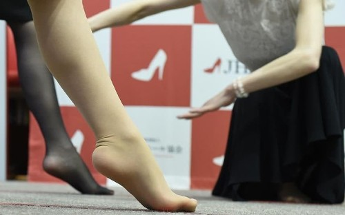 Japanese women urged to 'empower' themselves in high heels