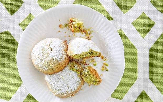 The New Baker: Matcha-tea and pistachio butter biscuits