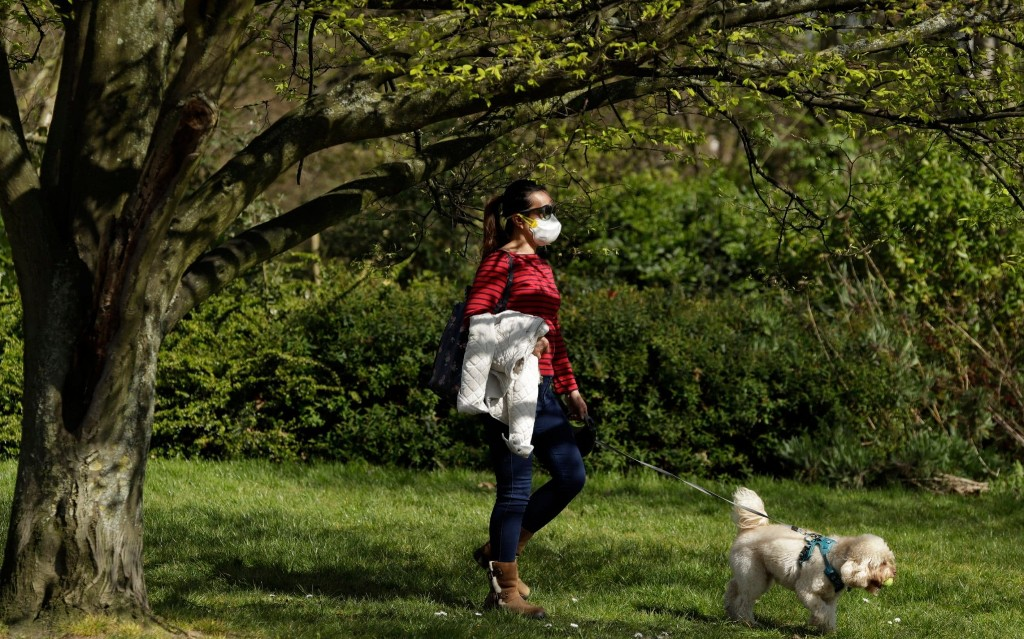 Dogs ordered to be kept on lead in the Royal Parks as part of lock down measures