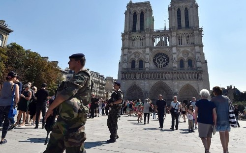 Teenager who swore allegiance to Isil one of three women arrested for planning 'imminent attack' on Paris train station
