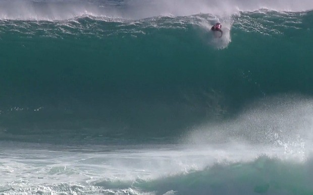 Watch: Kelly Slater suffers a spectacular wipeout in Australia