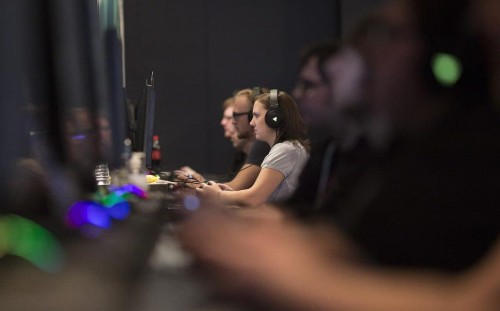 Playing two hours of video games a week makes you more employable, Glasgow academics find