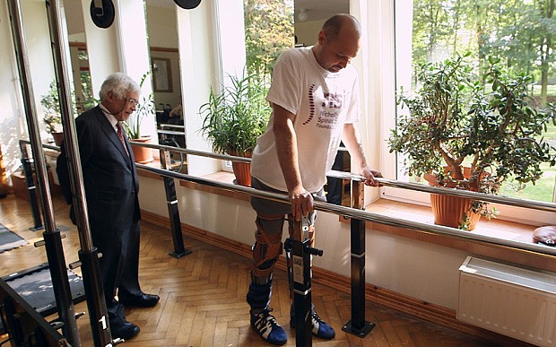 How a paralysed man's nose was used to help him walk again