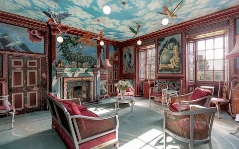 A Scottish mansion with extraordinary interiors: dragons hanging from the ceiling and a bathroom inspired by Kandinsky
