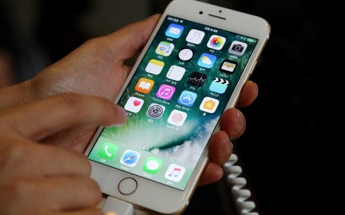 iPhone lock screen hack means your pictures and contacts may be accessed without a passcode