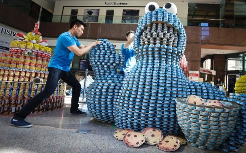 Amazing giant sculptures made from tin cans - this is 'Canstruction'