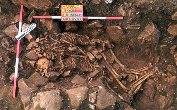Valentine's Day: Greek discovery of couple locked in six-millennia-old hug
