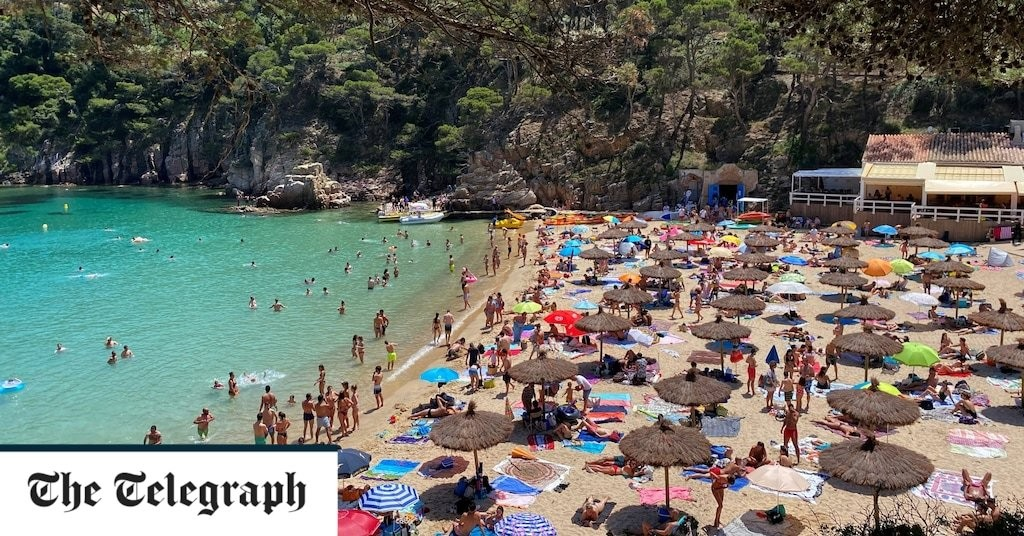 Britons headed for Costa Brava holiday expected to wear masks on the beach