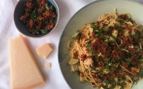 Friday night dinner: Solo spaghetti with courgette, cream and crumbs