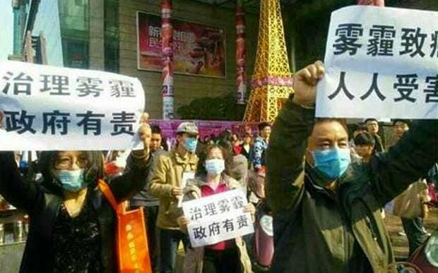 China arrests anti-smog campaigners