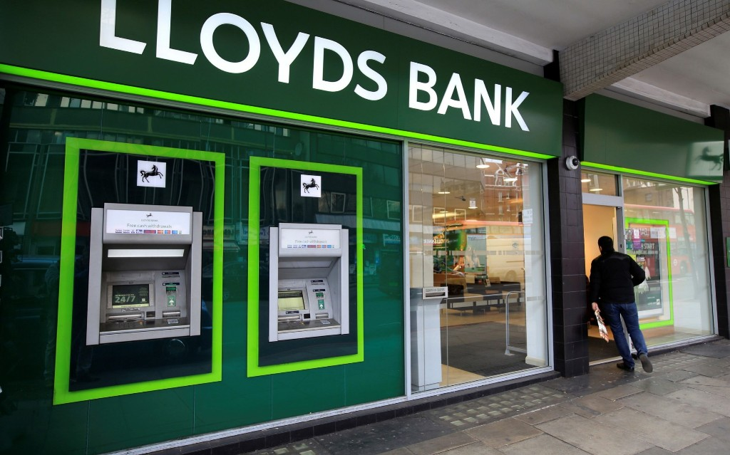 Lloyds staff complain of ultra-long hours and dirty offices