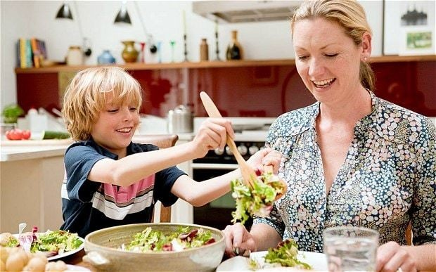 10 ways to teach your child to eat well