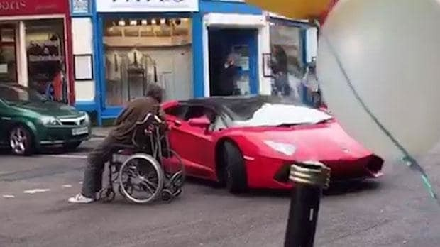 Watch: Wheelchair user blocks and taunts Lamborghini driver