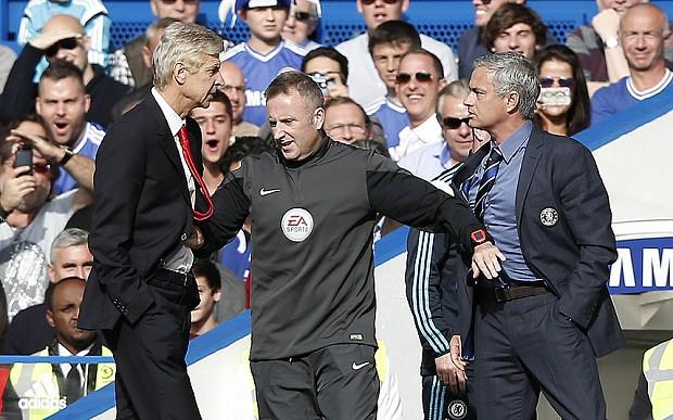 Arsene Wenger apologises for pushing Jose Mourinho during Arsenal's defeat at Chelsea