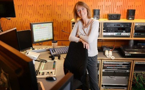 Radio 4 controller quits, saying 'my goal has been to keep the station intelligent, not dumb down'