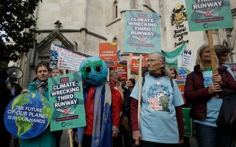 Economists 'letting down the world' on climate change, Royal Economic Society claims